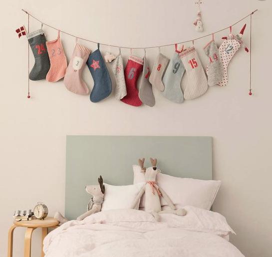calendario-de-adviento-con-calcetines-de-tela-de-colores_453ba607