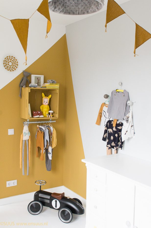 SUUS-Okergoud-in-de-kinderkamer-Kleur-van-het-Jaar-www.ensuus.nl-DIY-kast-6